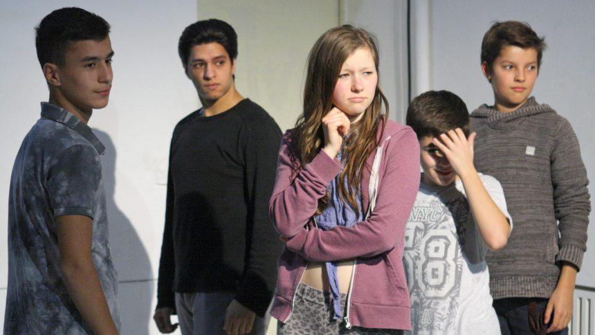 Jugendliche bei der Probe der Aktive Player NK im Heimathafen Neukölln.