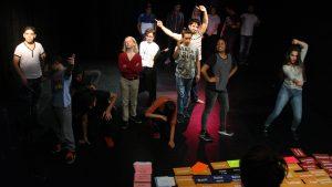 Arbeit mit dem Theatralen Mischpult von Marke Plath. Biografisches partizipatives Theater gibt jungen Menschen eine Stimme.